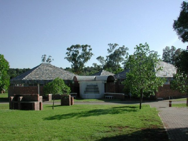 Maselspoort Holiday Resort Bloemfontein, Free State, South Africa: caravan park
