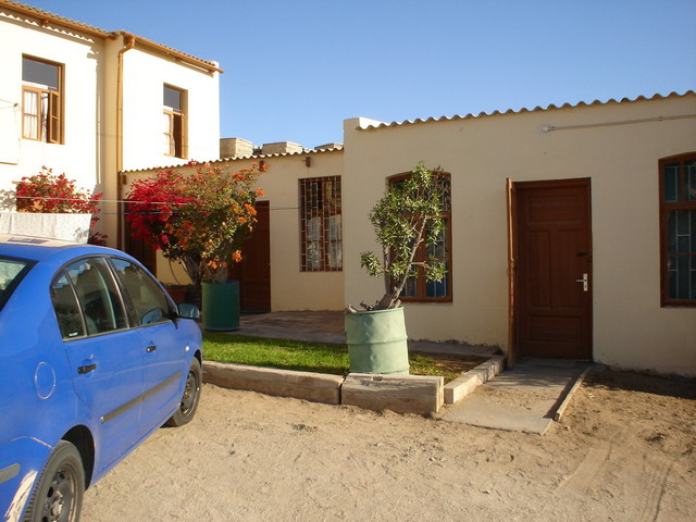 Luderitz Backpackers Lodge Namibia: parking